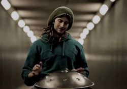 Melancholie im Tunnel – Daniel Waples mit der Hang Drum