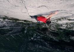 Alex Honnold klettert eine 500 Meter hohe Steilwand ohne Sicherung hoch