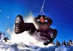 Riesige Seilbahn mit angehängter Bobbahn – So viel Spaß kann Schnee machen