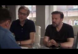 Liam Neeson stellt sich bei Ricky Gervais vor, um Comedian zu werden